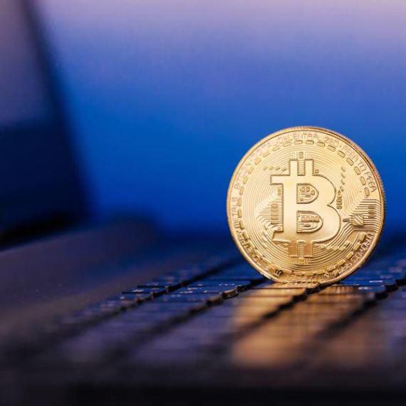 Spada dominacja Bitcoina. Czy zaczął się sezon na altcoiny?