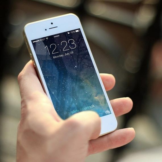Wymiana tylnej szybki iPhone – jak to wygląda?